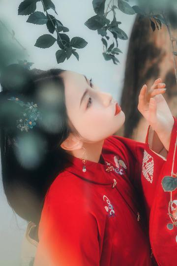 红色古装美女艺术写真图片集