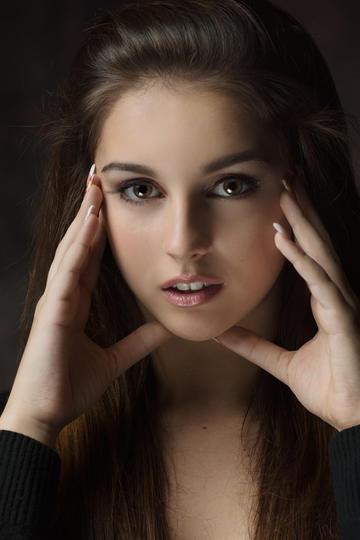 大眼睛的欧美女生艺术写真