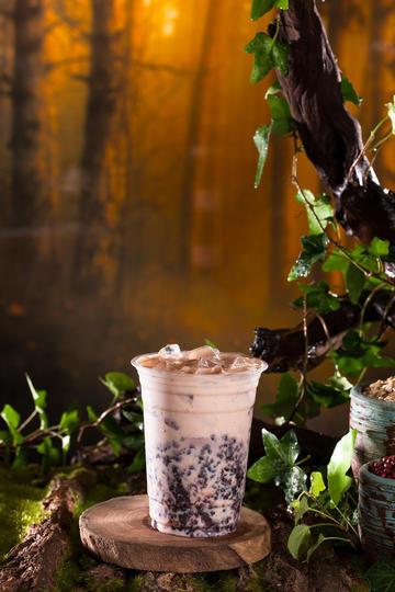 红豆燕麦奶茶摄影图片