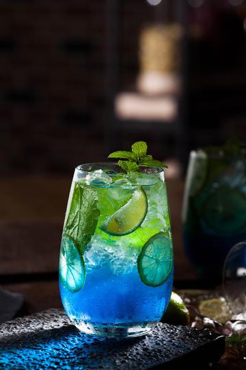 蓝色夏威夷冷饮果汁图片