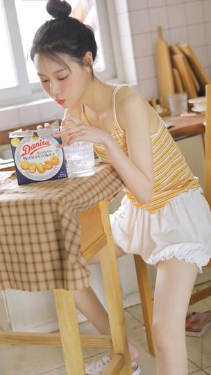吃饼干的极品清纯美女图片