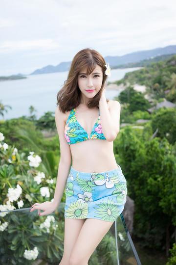 高清海边比基尼清纯美女图片集