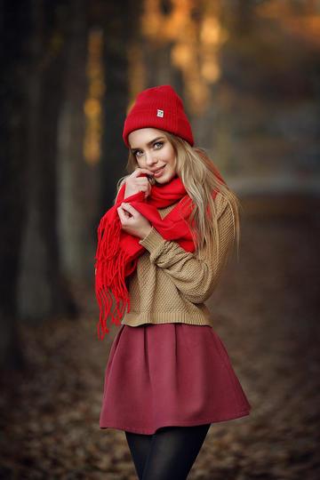 树林里的可爱欧美美女写真