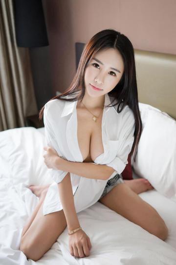 性感清纯的大胸美女图片集