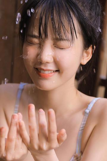 高清洗脸的极品清纯美女