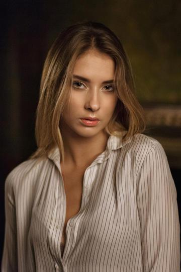 气质欧美衬衣美女艺术写真