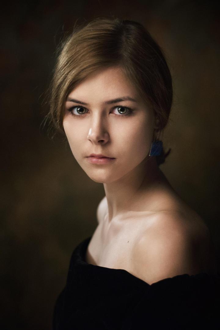 欧美气质女生肖像艺术写真图片集