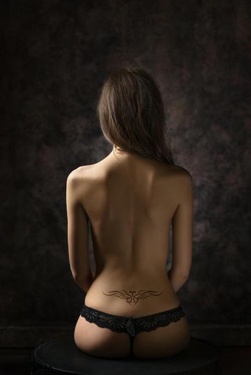 欧美性感气质女生背影图片