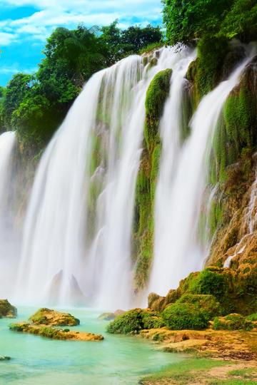 青山绿水瀑布图片