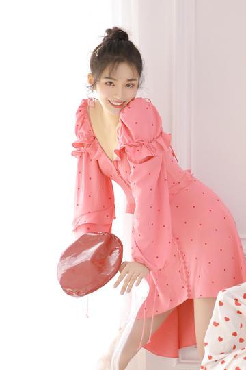 高颜值清纯短裙美女写真