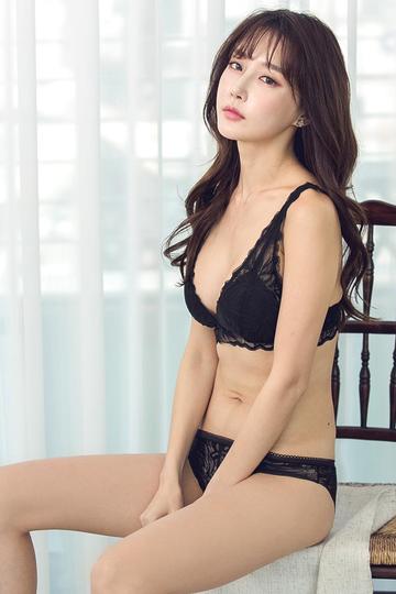 韩国美女明星尹爱智性感写真