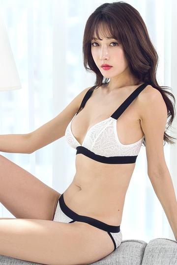韩国性感美女明星尹爱智内衣写真