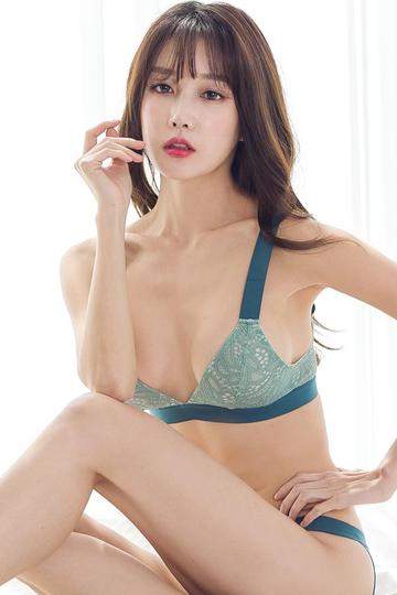 韩国性感气质女星尹爱智写真