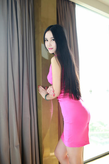 窗户边的极品翘臀美女写真