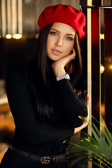 戴着红色帽子欧美美女写真