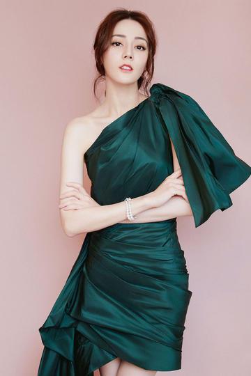 时尚气质女星迪丽热巴写真图片集