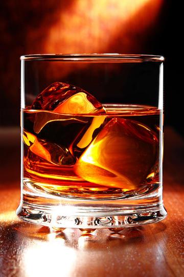 高清晰加冰威士忌洋酒图片