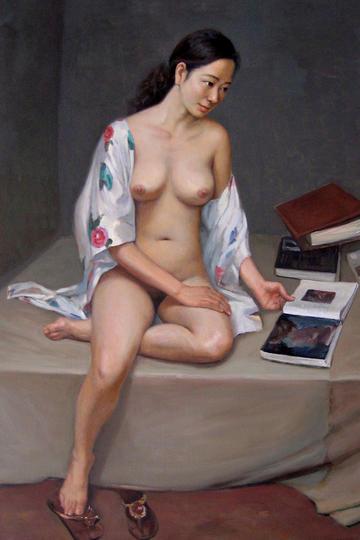 坐在床上看书的中国人体油画图片