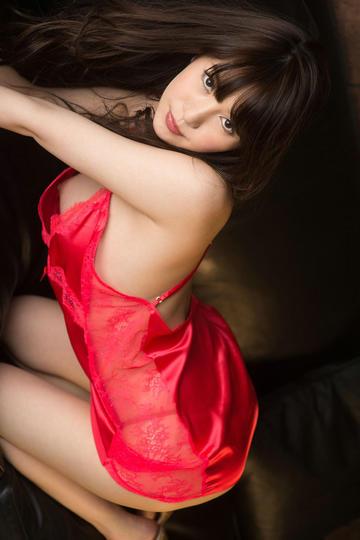 日本性感红色睡衣美女图片