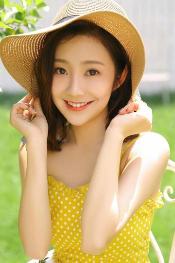甜美的草帽极品美女写真图片