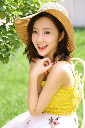 戴着帽子的极品气质清纯美女写真