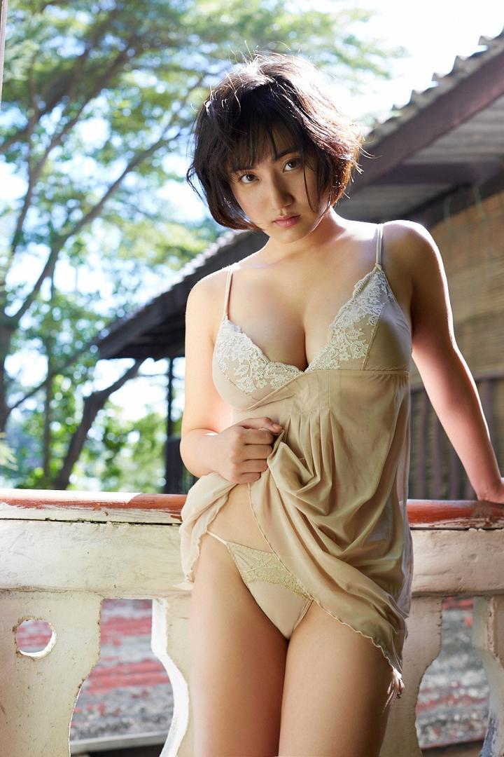 阳光下性感日本睡衣美女写真