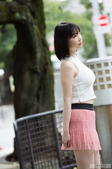 日本高清性感超短裙美女写真