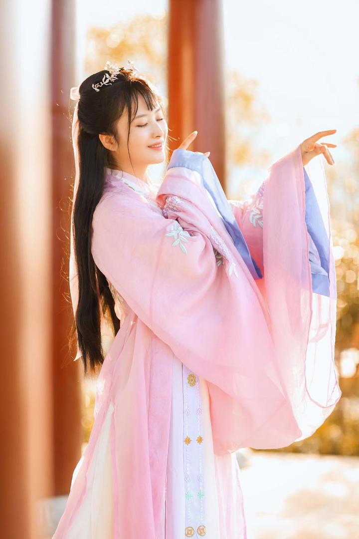 气质白领美女古装写真摄影图片