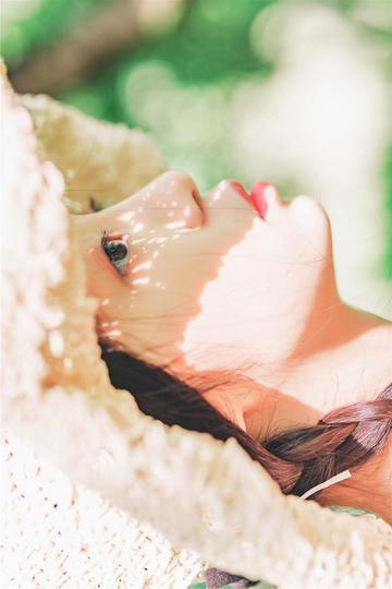 4K超清戴着草帽的高清美女写真图片