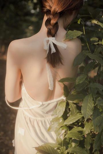 超高清性感美女背影户外写真图片