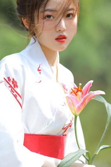 拿着鲜花的清纯唯美美女图片