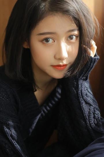 大眼睛清纯美女生活照图片